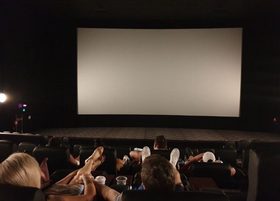 Choisir un écran de projection haut de gamme chez soi