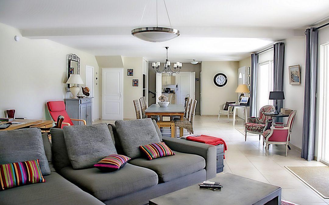 Comment ajouter une salle à manger à votre salon pour un plan d'étage ouvert multifonctionnel ?